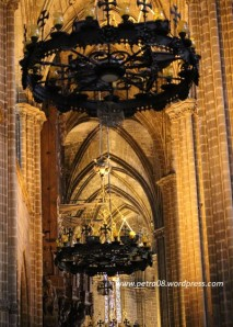 Barcelona_Cathedral_Lamps