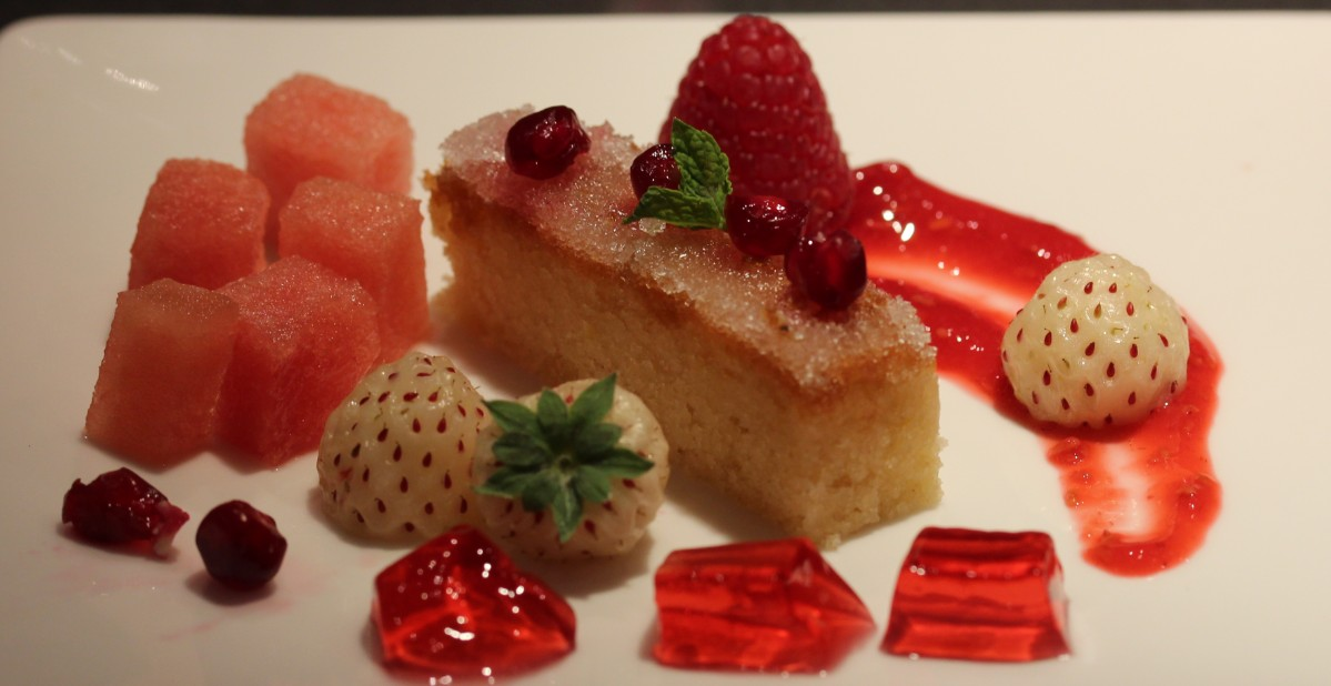 Canap s dumplings and dessert inspired by the colour red for Canape desserts