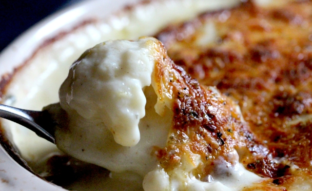 baked cauliflower mac and cheese bake