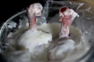 yogurt and garlic marinating chicken wings