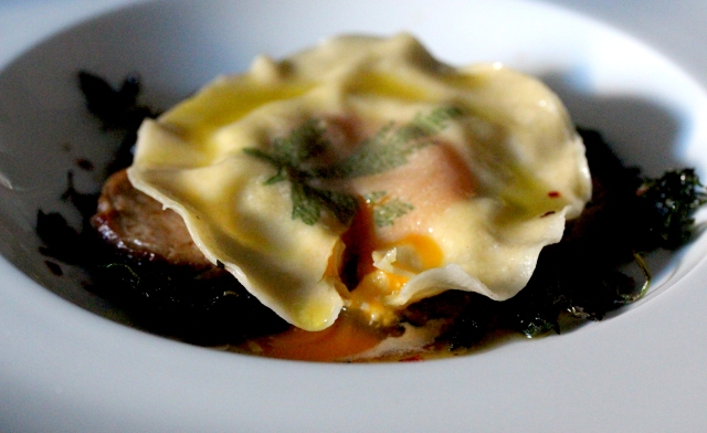 Uova da Raviolo, ravioli with egg inside