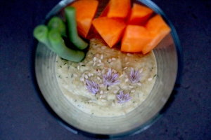 Hummus with French beans and carrot