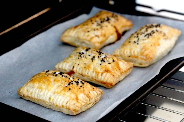pulled pork ragu puff pastry parcels