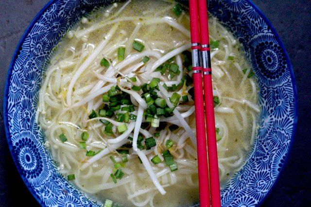 Enoki mushroom and rice Noodle Soup