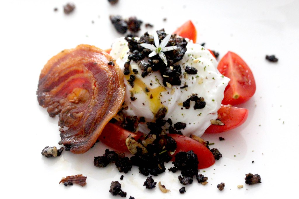 bacon and egg with crispy blackpudding