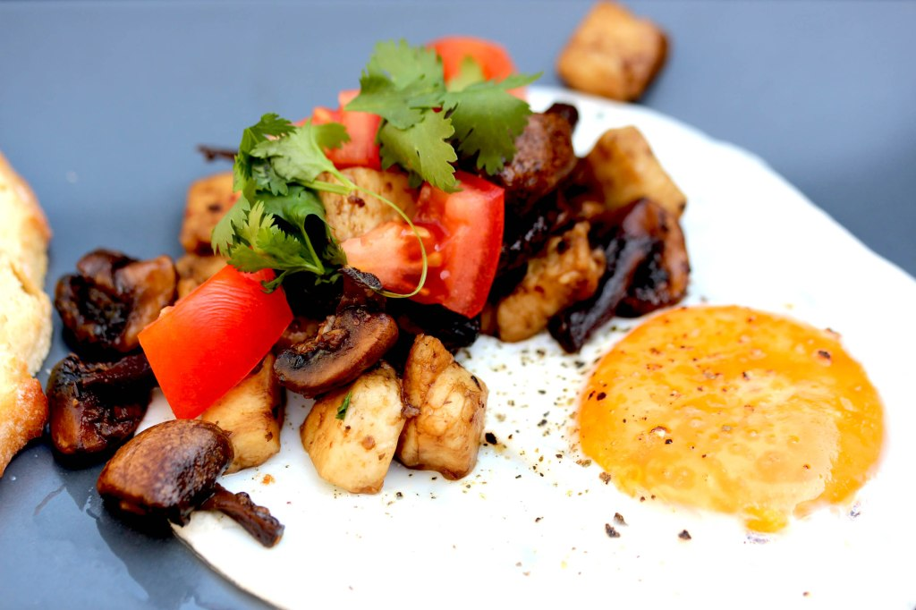 Brunch egg with mushroom hash
